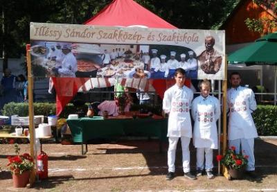 Ismét az illéssys szakácstanulók nyerték a birkapörköltfőző versenyt
