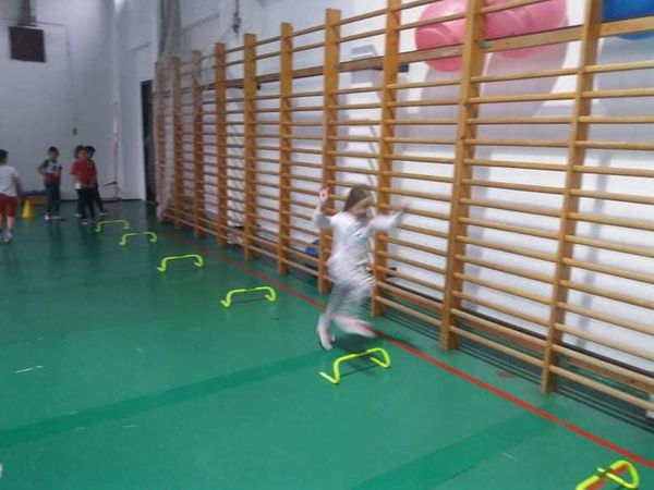 1. osztály: futás a gátak fölött és mocsárjárás.