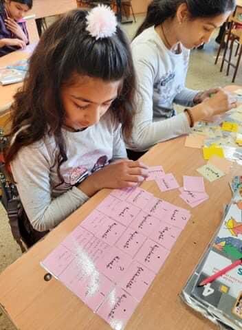 Mondatfajták gyakorlása nyelvtan órán a 4.osztályban. Tanító: Ibolya tanárnéni Játékkal szép az élet!