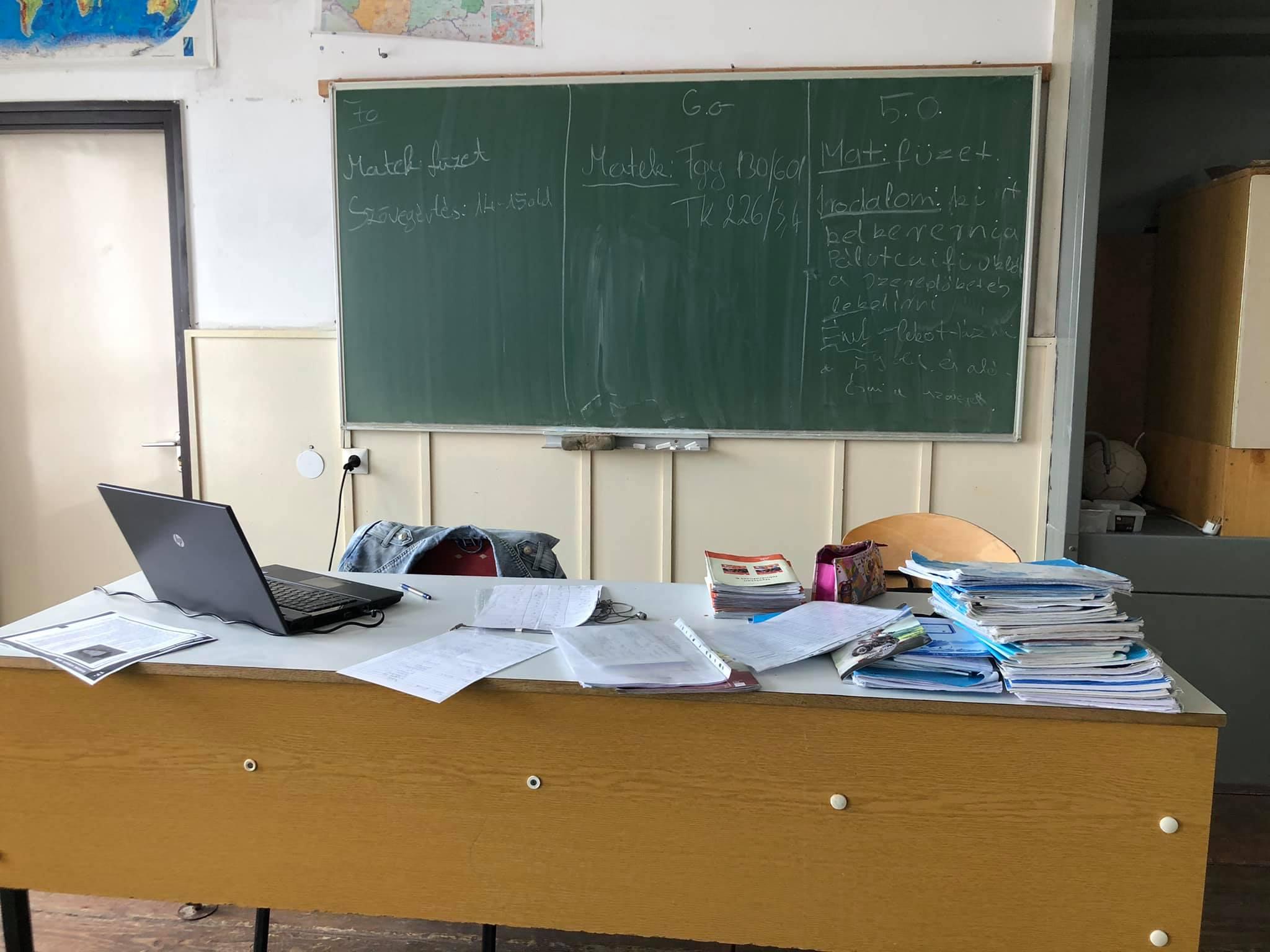 Délutáni tanszobai munka és pihenés...☺️ Nevelő:Bernadett Gadzsa