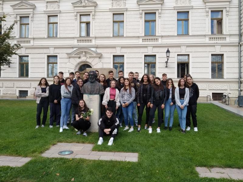 Megkoszorúztuk Gróf Széchenyi István szobrát a Kossuth téren
